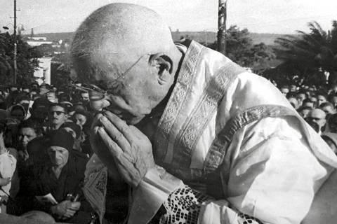 Fiéis de Tambaú comemoram reconhecimento de milagre de Padre Donizetti pelo Vaticano Papa Francisco aprovou o decreto e a partir de agora será realizado o processo para que sacerdote Donizetti Tavares de Lima seja beatificado. Padre Donizetti Tavares de Lima nasceu em Cássia (MG) em 3 de janeiro de 1882 — Foto: Reprodução/EPTV