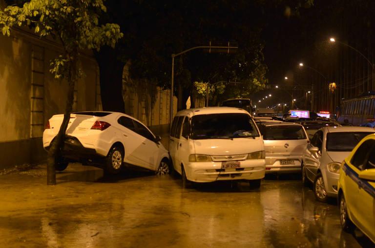 Temporal alaga bairros do Rio, e mata ao menos três pessoas