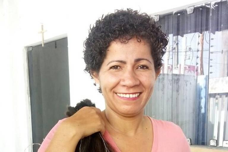 Lenivalda Santos, 34,de Aracaju (SE), que tem câncer de mama metastático e aguarda que o governo ofereça o remédio pertuzumabe