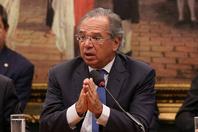 Banco Santander prevê que reforma economizará a metade do que diz Guedes