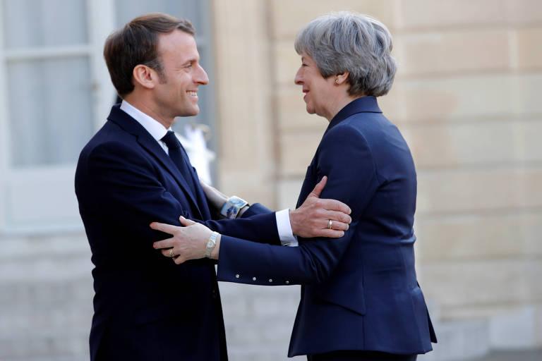 O presidente da França, Emmanuel Macron, recebe a primeira-ministra do Reino Unido, Theresa May, para uma reunião, em Paris, sobre o adiamento do brexit