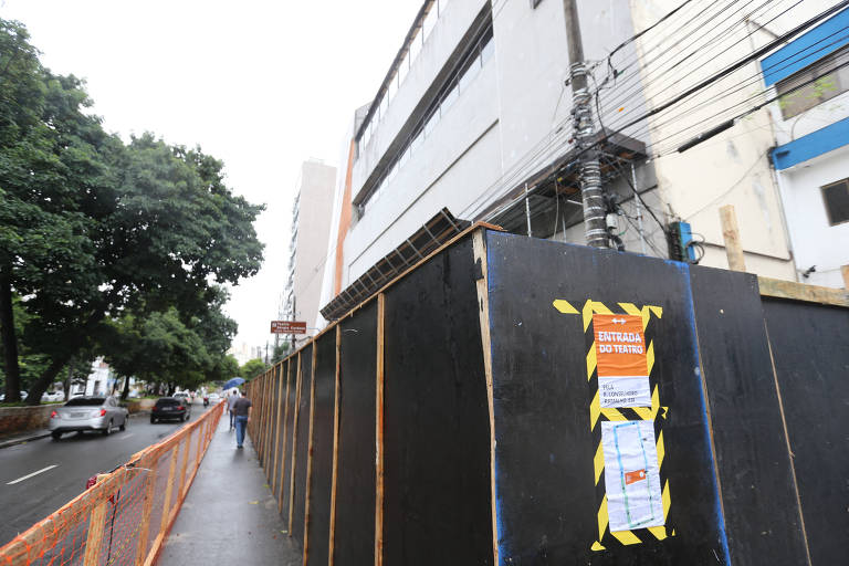 Cai reboco do Teatro Sérgio Cardoso