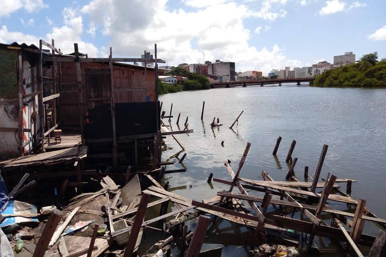 Palafitas no bairro dos Coelhos, na periferia do Recife