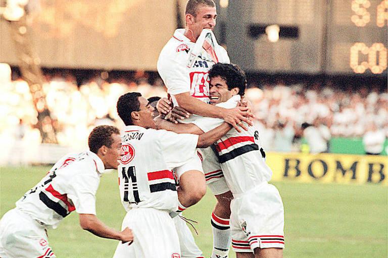 São-paulinos comemoram gol diante do Corinthians no segundo jogo da final
