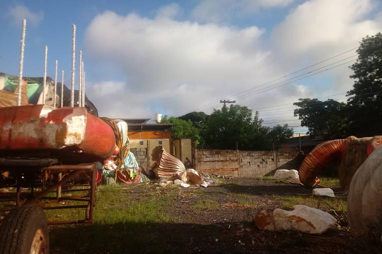Terreno com antiga base do Samu é ocupado por escola de samba