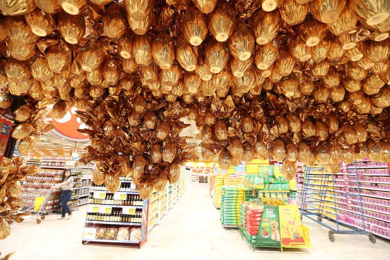Movimentação no Extra da Marginal Pinheiros para as compras de Páscoa