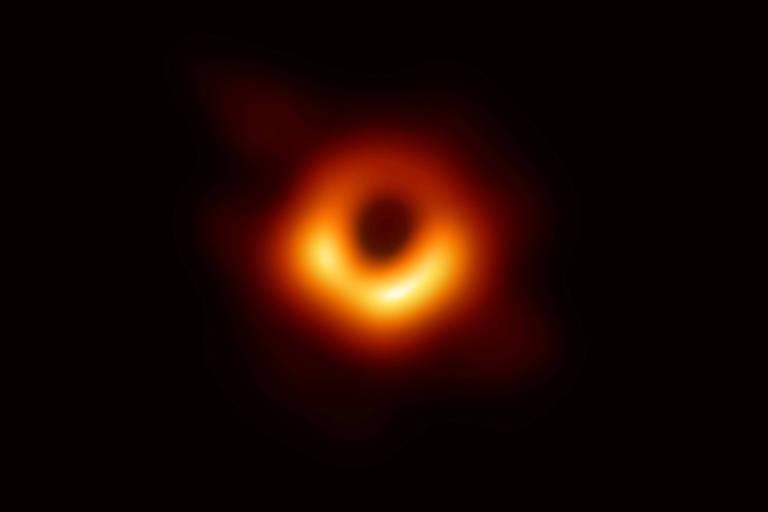 Primeira imagem feita de um buraco negro