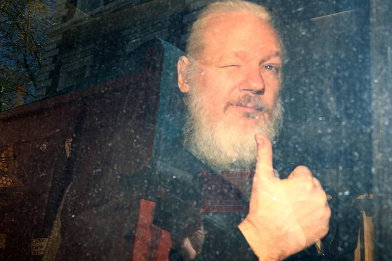 A prisão de Julian Assange, em abril de 2019