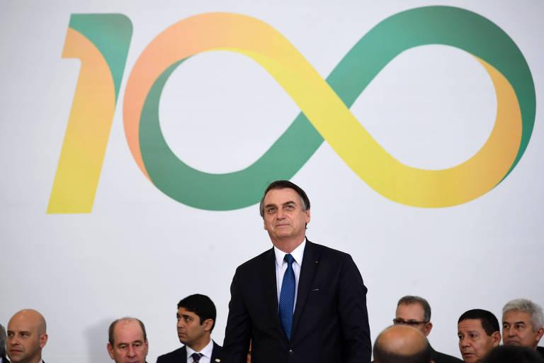 O presidente Jair Bolsonaro e ministros participam de cerimônia de 100 dias de governo no Palácio do Planalto