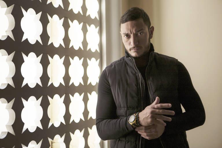"""Allan Souza Lima como Youssef na novela """"Órfãos da Terra"""""""