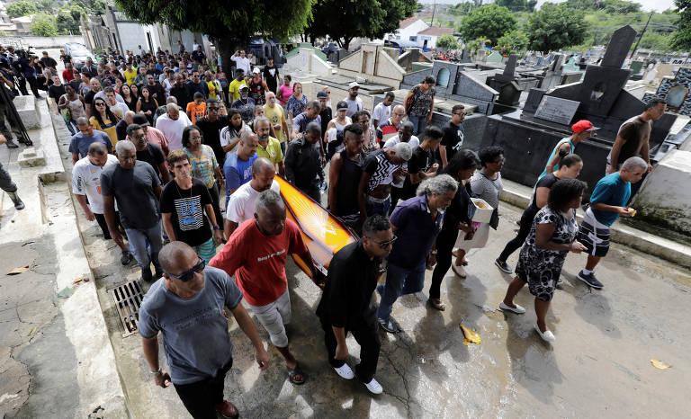 Enterro do músico Evaldo Rosa dos Santos