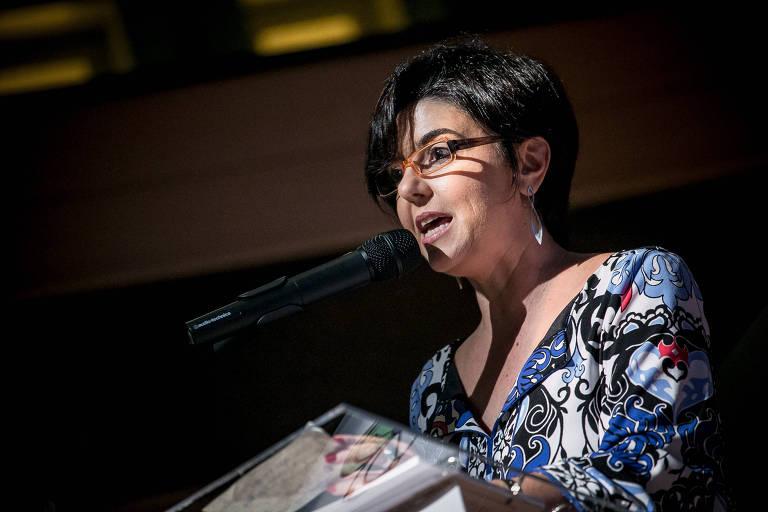 A diretora-presidente do Idis, Paula Fabiani, fala em evento