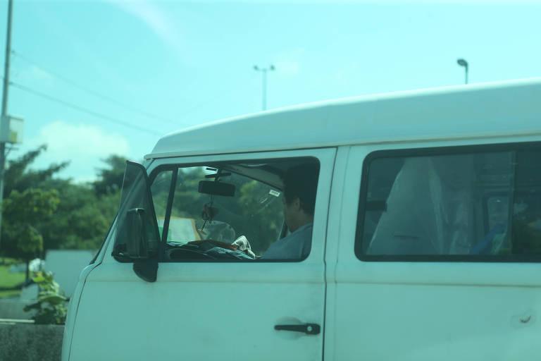 Uso de celular ao volante dá multa a cada 2 minutos