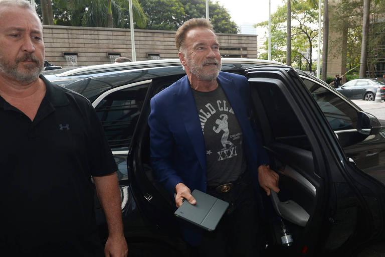 Arnold Schwarzenegger chega ao Hyatt Hotel