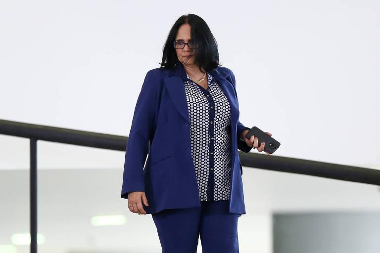 A ministra Damares Alves (Mulher, Família e Direitos Humanos) chega para participar de cerimônia alusiva aos 100 dias de governo Bolsonaro, no Palácio do Palanto