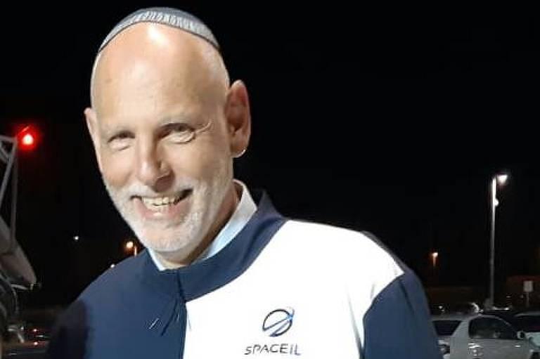 O engenheiro aeroespacial Sérgio Levi, 58, que nasceu em São Paulo e mora em Israel há quatro décadas; Levi trabalha há dois anos na equipe de dinâmica de pouso da SpaceIL, a startup israelense que tinha como objetivo levar uma espaçonave não tripulada à Lua.
