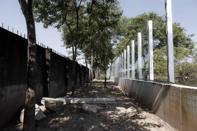 Abandono do muro de vidro da USP