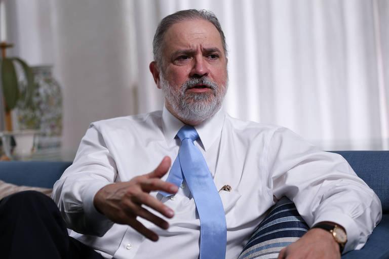 O subprocurador geral da República Augusto Aras, durante entrevista à Folha em sua casa, em Brasília