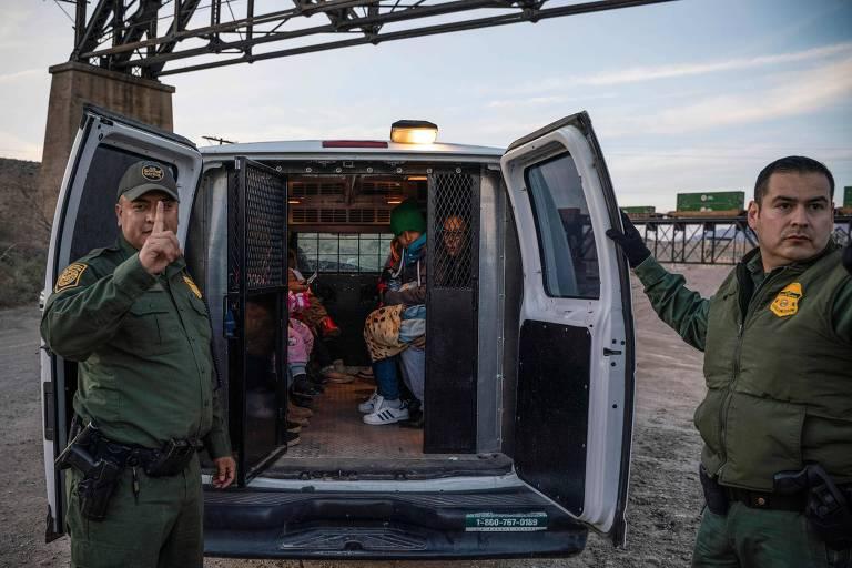 Grupo de 30 brasileiros é detido ao tentar cruzar a fronteira no Novo México, EUA