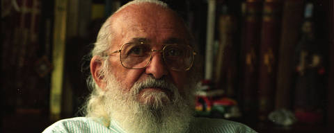 SÃO PAULO, SP, BRASIL, 18-04-1994: O educador Paulo Freire, durante entrevista em sua casa, na cidade de São Paulo (SP). (Foto: Bel Pedrosa/Folhapress)