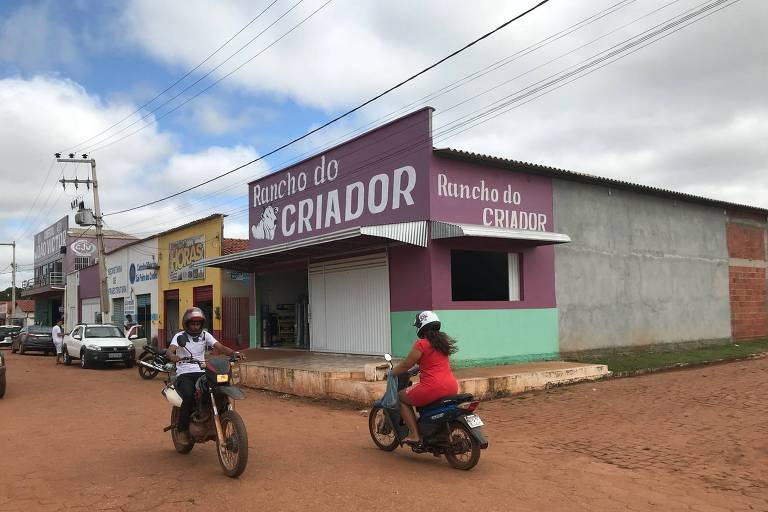 Centro de São Pedro dos Crentes, cidade que não tem agência do Banco do Brasil, mas dez igrejas evangélicas