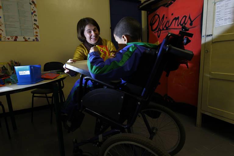 Alunos com deficiência apoiam a aprendizagem dos demais, ministro