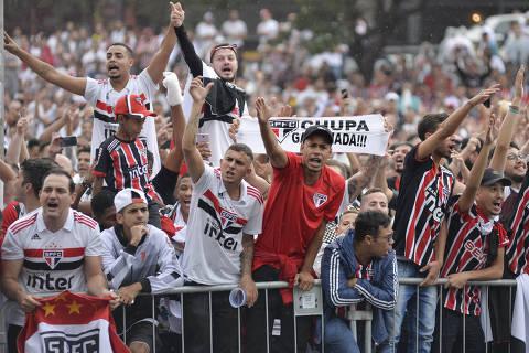 SÃO PAULO,SP, 14.04.2019 - SÃO PAULO-CORINTHIANS – Torcida do São Paulo antes da partida contra o Corinthians, jogo válido pelA Final do Campeonato Paulista 2019, disputada no estádio do Morumbi em São Paulo, neste domingo, 14. (Foto: Levi Bianco/Brazil Photo Press/Folhapress) ***PARCEIRO FOLHAPRESS - FOTO COM CUSTO EXTRA E CRÉDITOS OBRIGATÓRIOS***