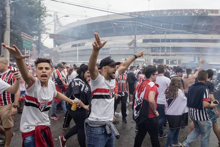 Torcida do São Paulo antes de jogo contra o Corinthians na primeira partida da final do Campeonato Paulista de 2019