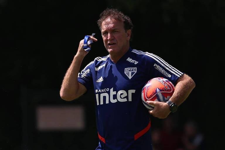 O técnico Cuca durante treinamento do São Paulo no Centro de Treinamento da Barra Funda