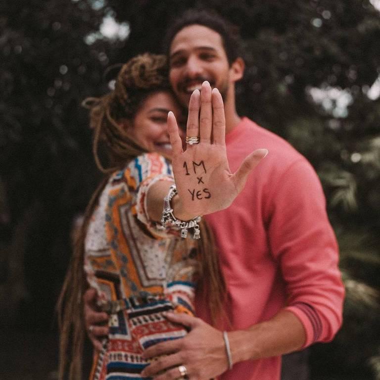 Gabi Prado e João Zoli anunciam noivado