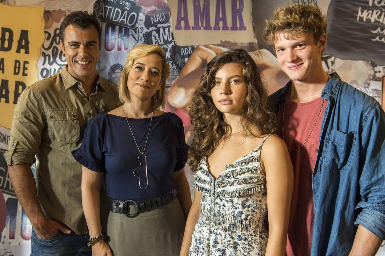 Joaquim (Joaquim Lopes), Ligia (Paloma Duarte), Rita (Alanis Guillen) e Filipe (Pedro Novaes)