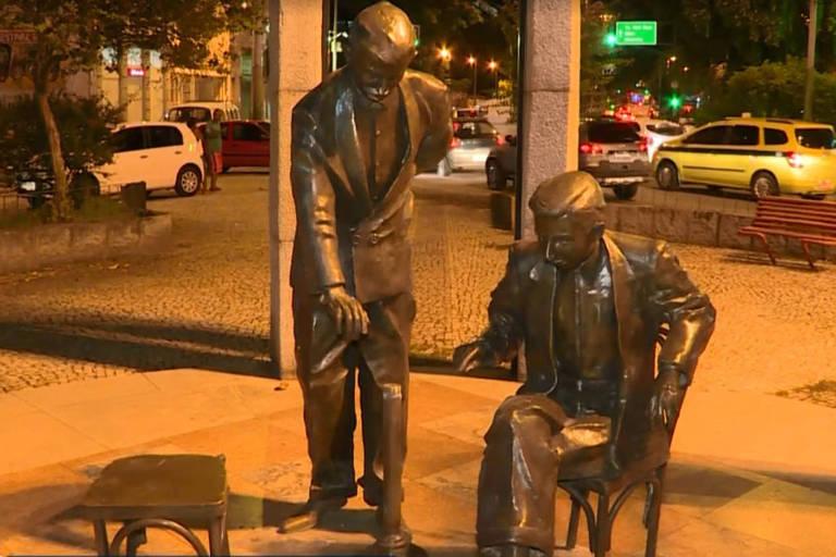Três dias depois, estátua de Noel Rosa é novamente depredada no Rio