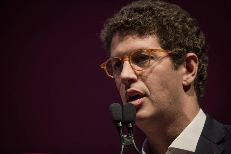 Gestão Salles tem foco urbano, exonerações e fim de políticas do passado