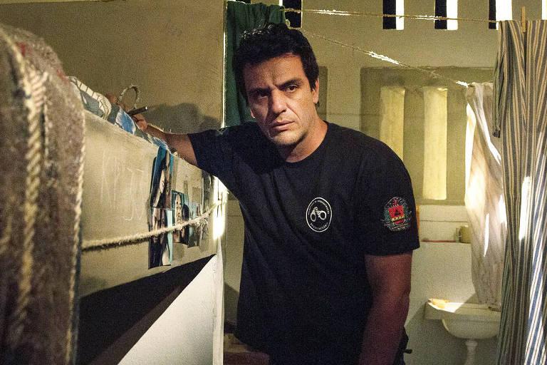 """Rodrigo Lombardi (Adriano), em """"Carcereiros"""" (Globo)"""