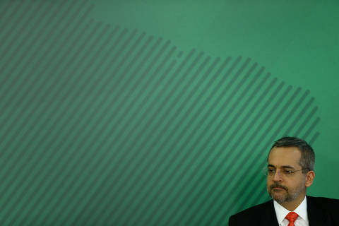 Moraes vê indícios de 6 crimes e determina que Weintraub seja ouvido