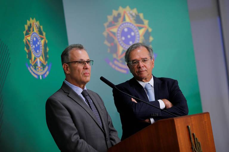 Ministro de Minas e Energia, Bento Albuquerque ao lado do ministro da Economia, Paulo Guedes, durante anúncio de medidas para caminhoneiros