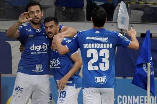 Copa Libertadores - Group Stage - Group B - Cruzeiro v Huracan