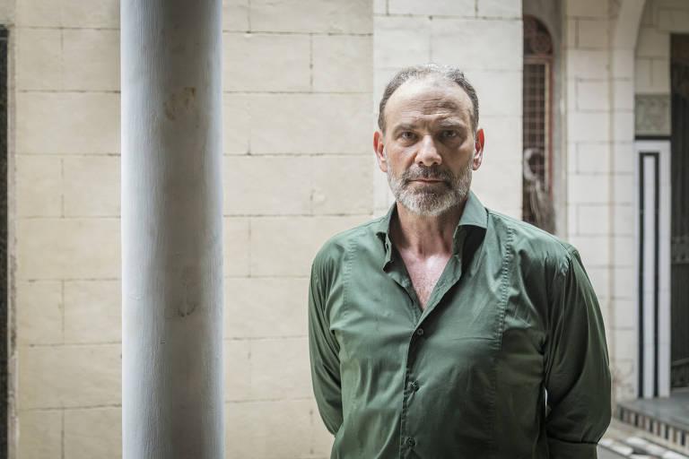 Marco Ricca caracterizado de Elias em 'Órfãos da Terra'