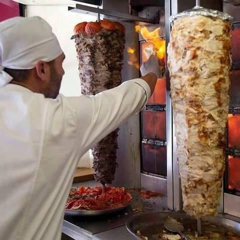 New Shawarma - Restaurante sírio especializado em shawarmas, falafels e esfihas av. Penha de França, 643, Penha e rua Barão de Ladário, 907, no Brás telefone: (11) 3311-0428