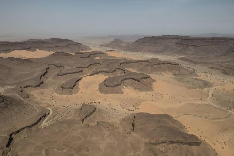 Engenheiro francês larga carreira para fotografar desertos