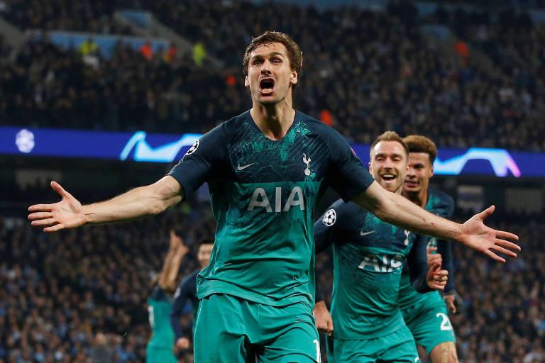 Llorente comemora o gol que deu ao Tottenham a classificação à semifinal