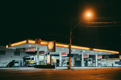 SÃO PAULO, SP, 05.04.2019 - Posto Shell na avenida Heitor Penteado, em São Paulo. (Foto: Gabriel Cabral/Folhapress)