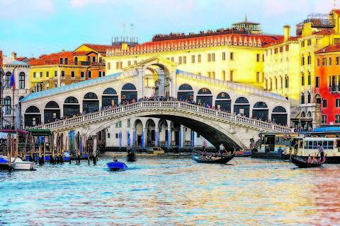 Ponte sobre o rio Rialto, em Veneza