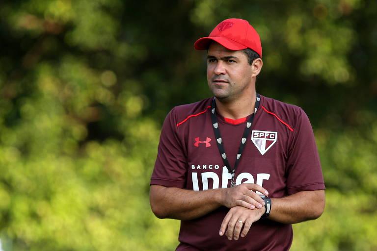 O técnico André Jardine durante treinamento do São Paulo no CT da Barra Funda