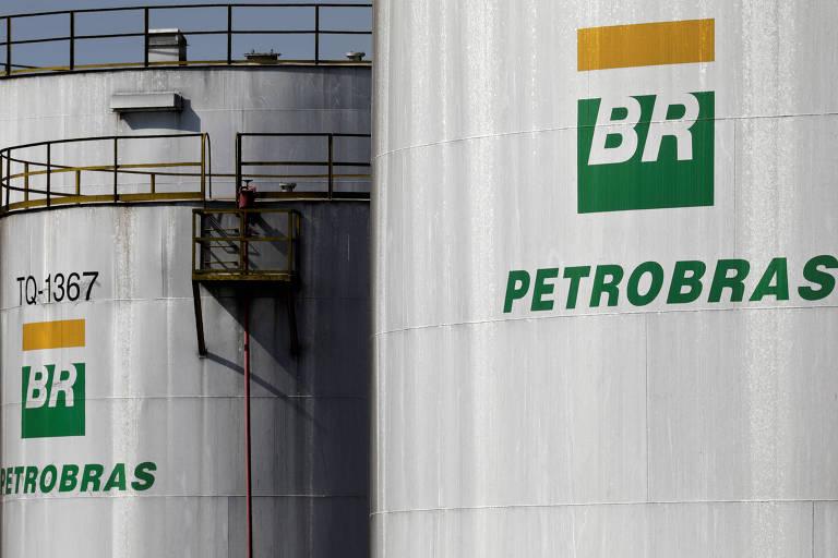 Tanques da Petrobras são vistos em uma refinaria em Paulínia