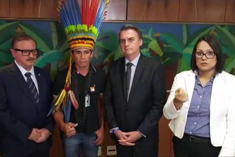 O presidente Jair Bolsonaro (PSL) durante live com indígenas, na qual criticou ONGs e a Funai
