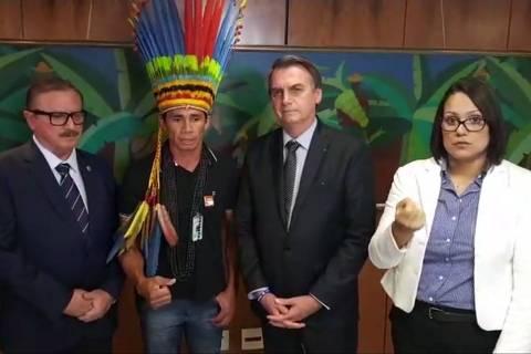 Em live, Bolsonaro ataca Ibama, ONGs e ameaça cortar diretoria da Funai