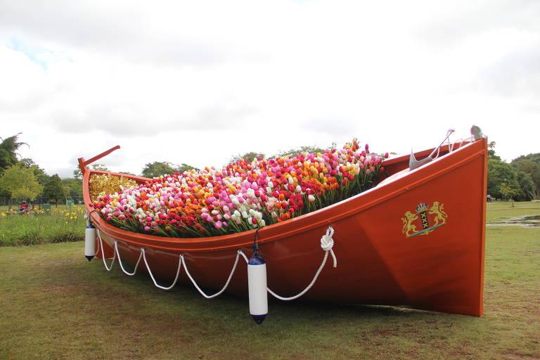 Barco de tulipas criado por Eduardo Srur