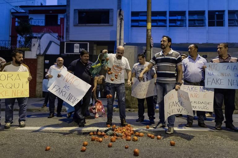Manifestantes durante ato no centro paulistano