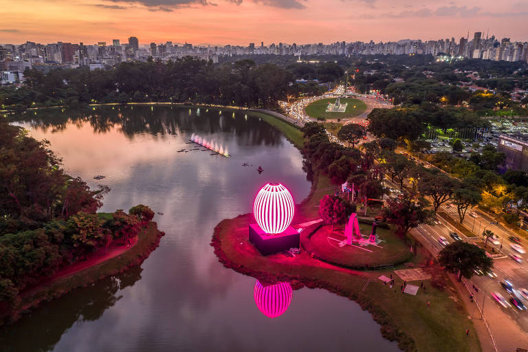 O lounge do gigante ovo de páscoa, localizado no lago do parque Ibirapuera, terá shows de jazz e blues, com o Jamba Trio, durante este sábado (20) e domingo (21)